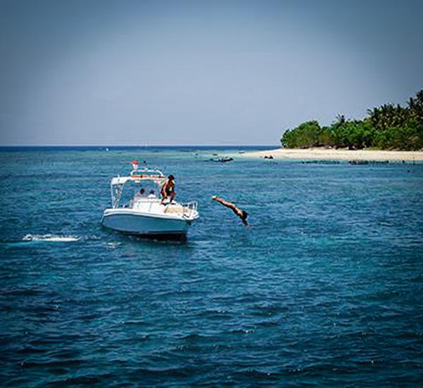 Boating Nusa Penida Cruise